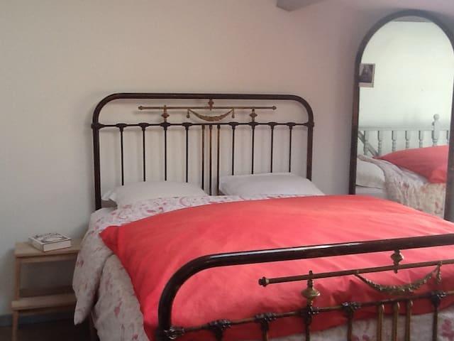 Quaint in old southern village - Fleury - Casa