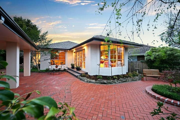 B&B Guest House with Pool Room 3 - Murrumbeena - Bed & Breakfast