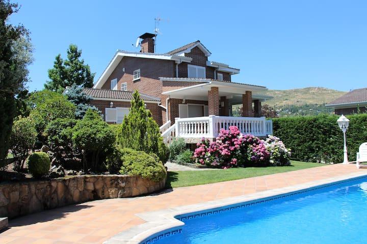 Stunning Villa In Sierra De Madrid - Becerril de la Sierra - 別荘