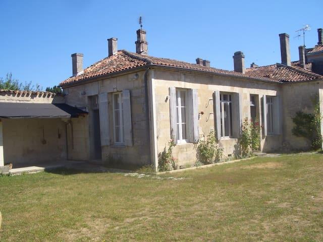 West Wing of an elegant townhouse - Châteauneuf-sur-Charente - Ev