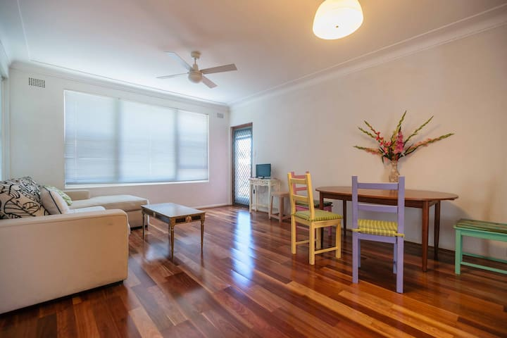 Modern and ultra convenient unit - Croydon - Apartamento