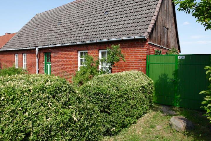 Romantisches Bauernhaus am See - Boitzenburger Land