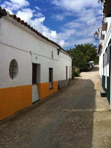 charming cottage - Arroyomolinos de León - Maison