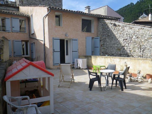 Grand appartement style loft - Sisteron - Departamento