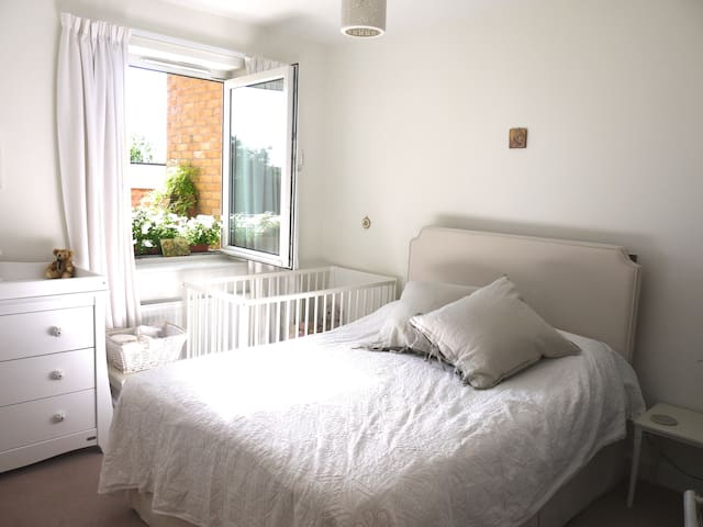 Cosy London Flat with balcony - Londen - Appartement