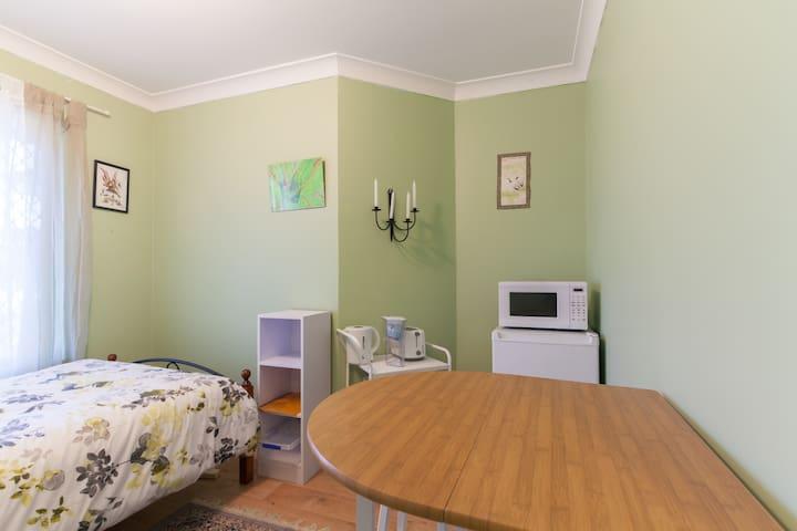 Close to  Beautiful Beaches single room - Beldon - Pousada