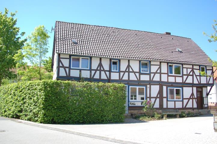 1-Zimmer-Appartement im Fachwerkhaus am Fluss - Kaufungen - Lägenhet