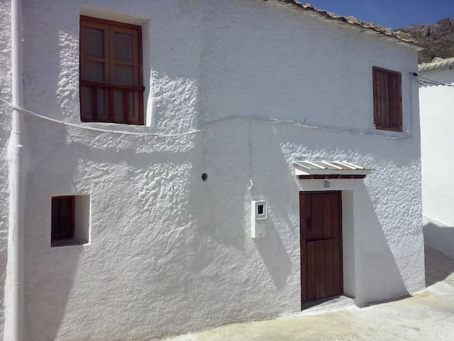 Casa con patio en Timar-Lobras. - Alpujarra Granadina - Casa