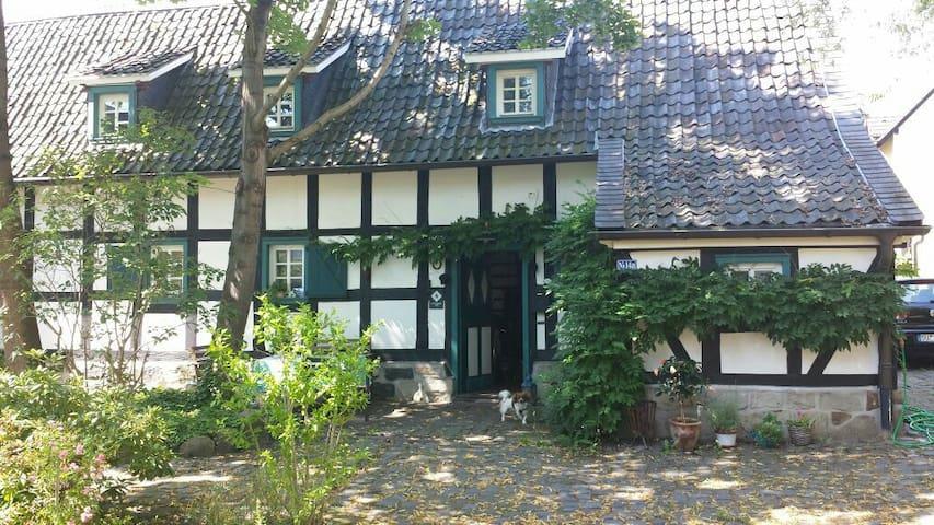 Nostalgisches Fachwerkhaus direkt im Zentrum - Troisdorf