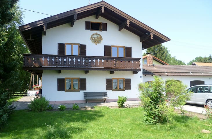 Large holiday home with garden - Warngau - Huis