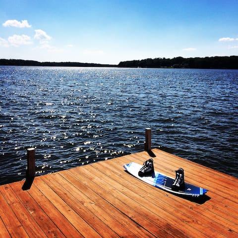 Lake Gaston ~ Main Lake ~ Sleeps 8 - Macon - Casa