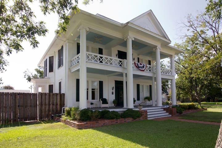 Pecan Manor B & B in Taylor TX - Taylor - Bed & Breakfast