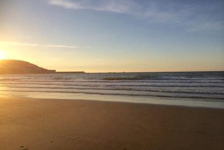 Cosy Coastal Apt, Steps to Beach! Pool Access too! - New Quay - Appartement