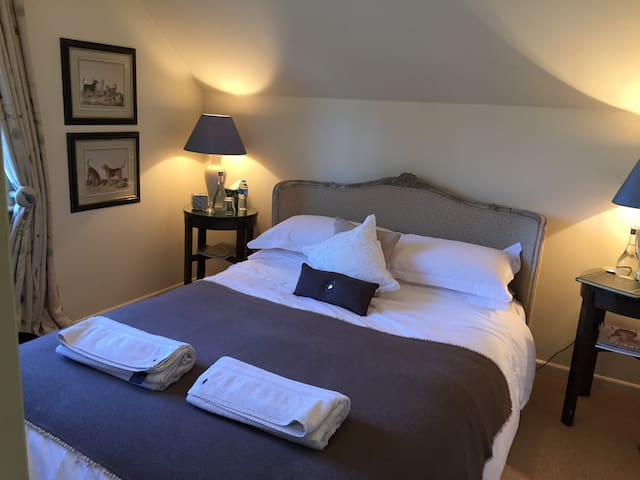 Private room in Chilton Foliat - Hungerford - 家庭式旅館