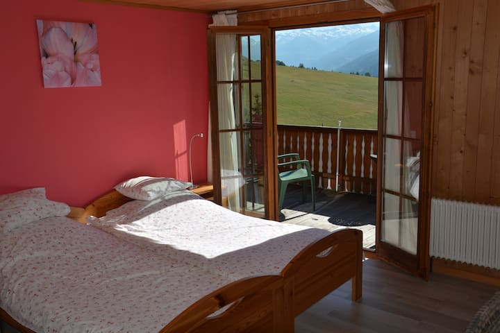 Double room with own wc and shower - Reckingen-Gluringen - Bed & Breakfast