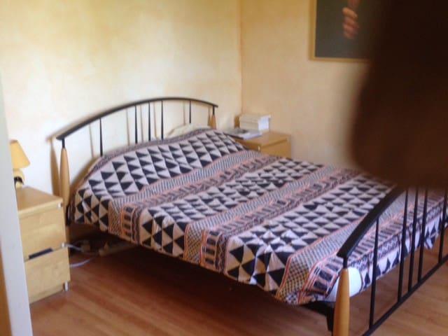 chambre pour 1, 2 ou 3 personnes - Quetigny - Casa