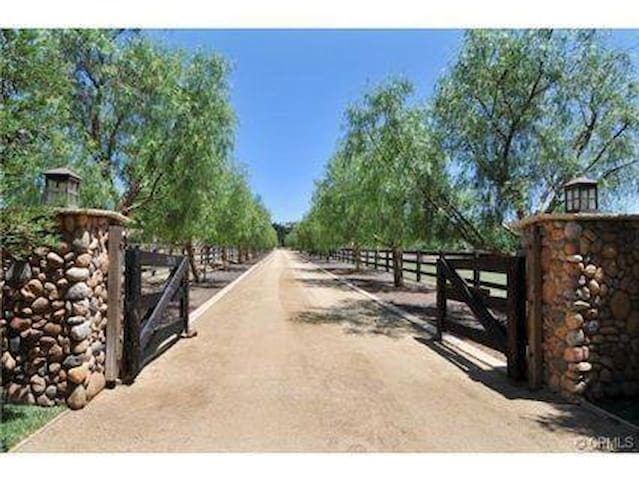 Scenic Equestrian Horse Ranch w Horseback Riding - Murrieta - Apartemen