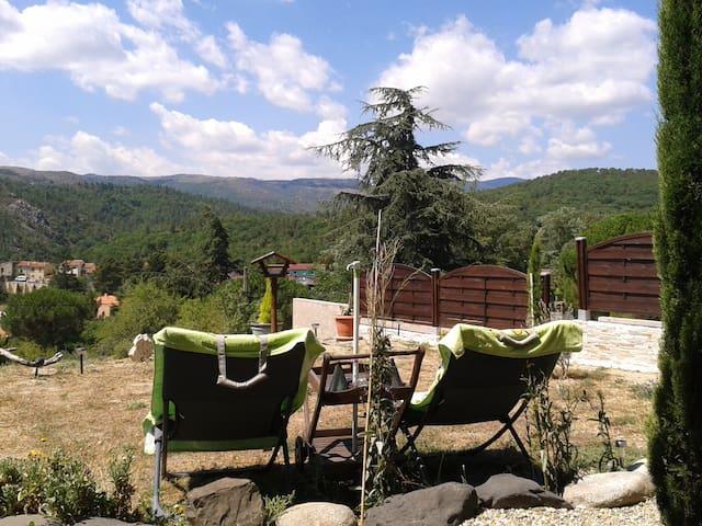 Appartement et jardin, sublime panorama montagneux - Sournia - Appartement