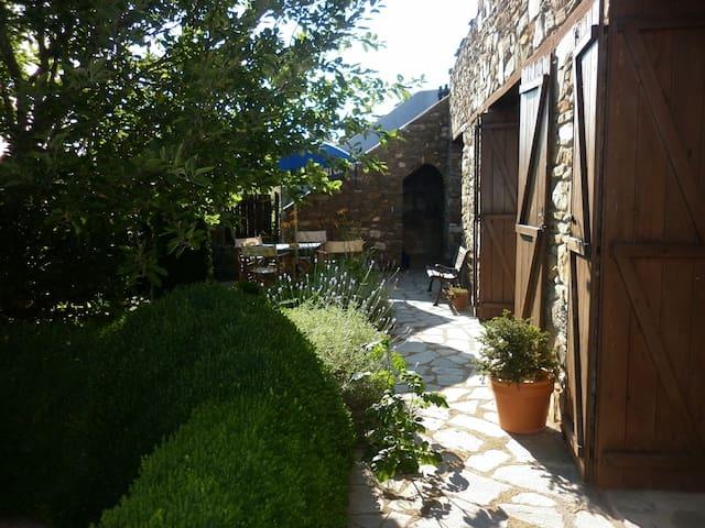 Traditional Greek cottage - Paleokastro - Huis