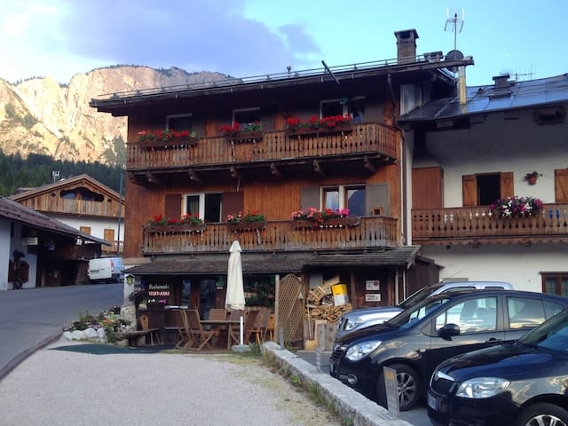 Apartment with mountain view - Cortina d'Ampezzo - Lägenhet