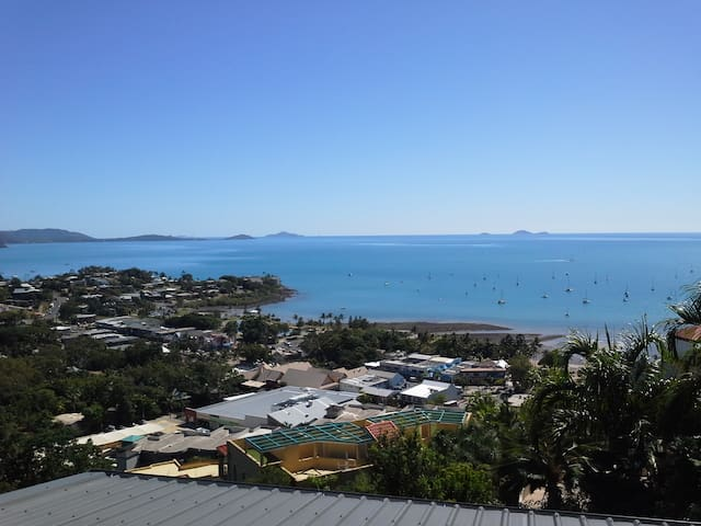 A NEW YORK INSPIRED ROOM WITH A SPECTACULAR VIEW - Airlie Beach - Apartemen
