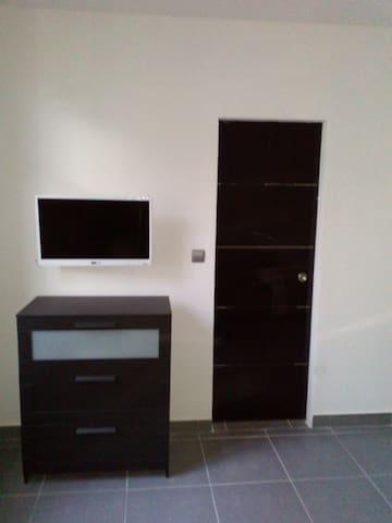 Beau studio meublé aéroport aulnat - Aulnat - Leilighet