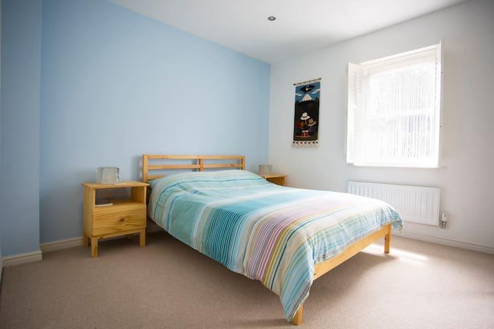 Double room near Gatwick - Crawley - Huis