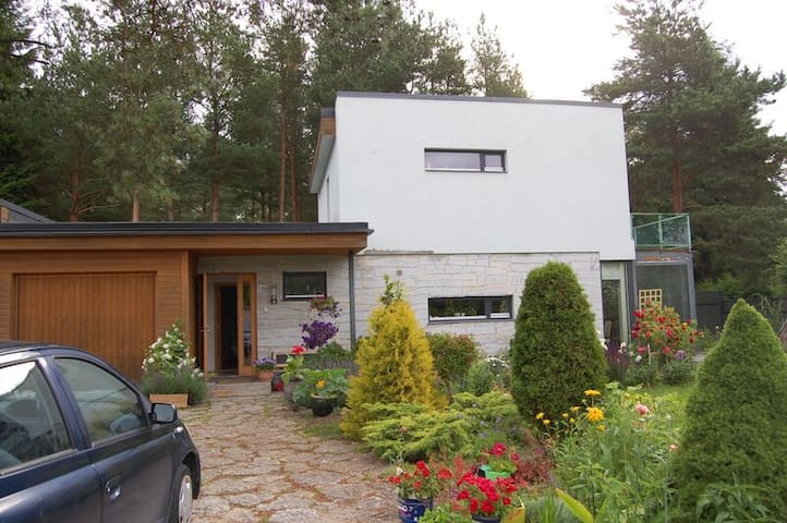 1st floor of a house and a garden - Tallinn - Maison