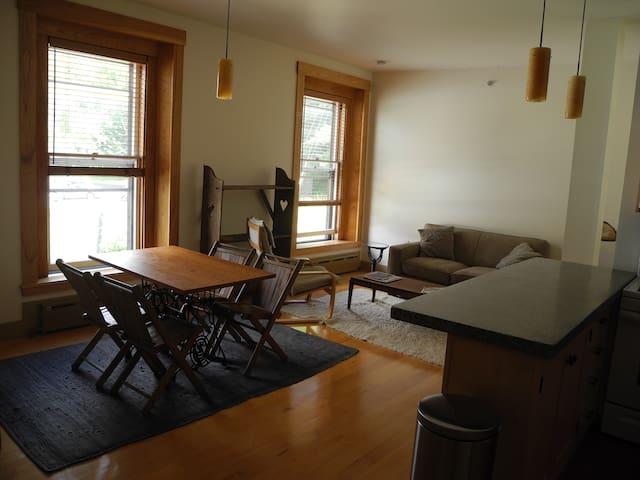 Historic Vacation Rental - Third floor apt. - Hardwick - Appartement