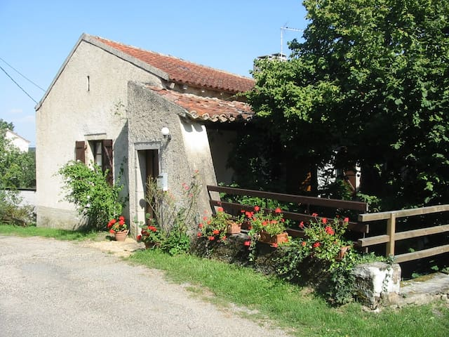 Cosy  cottage in tranquil hamlet. Pets Welcome. - Laguépie - Dom