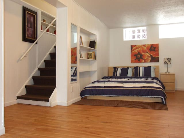 Cool finished basement suite - Cleveland - Hus