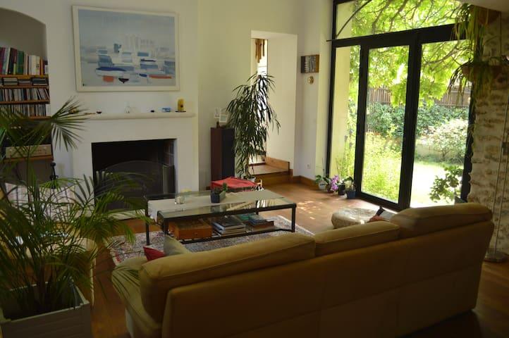 chambre privée  à - d'1 h de Paris - Garancières - Hus