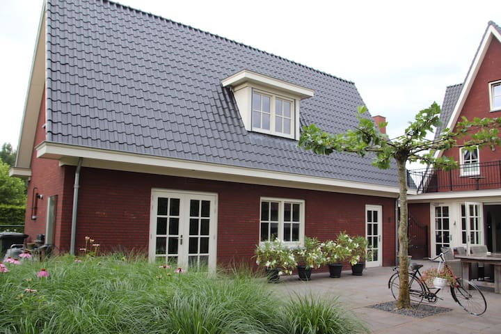 Private Detached Guesthouse near woods - Helmond - Casa
