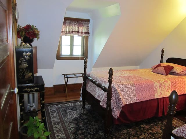 Private room, 2 twin beds - Springfield - House
