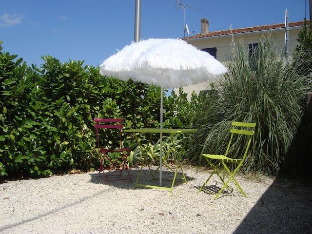 Self catering flat near La Rochelle - Chambon - Lägenhet