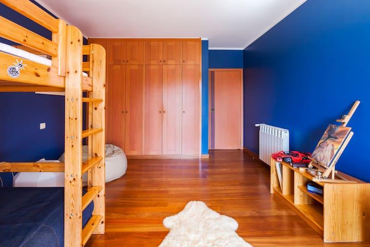 Room/Terrace & Cool atmosphere (B) - Santa Maria da Feira - Casa