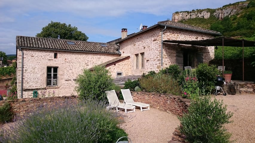 maison de pierres  restaurée - solutré-pouilly - Casa