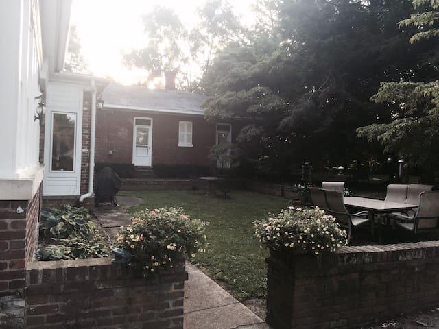 Downtown Guest House - Danville - Hus