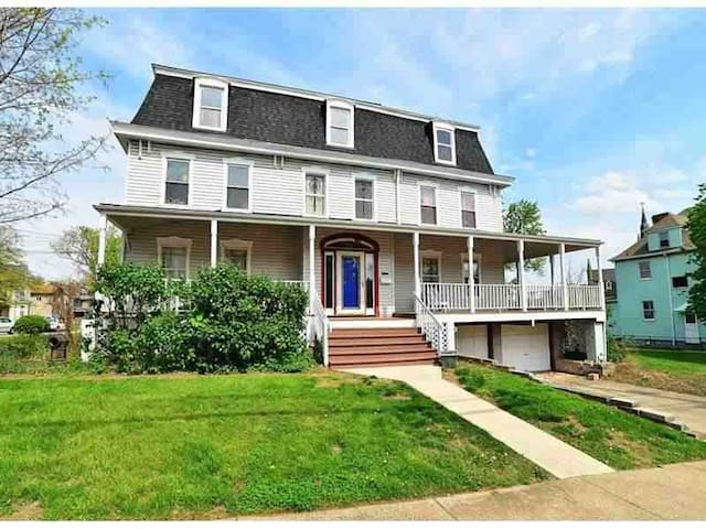 Renovated 1800's French Victorian!! - Pittsburgh - Huis