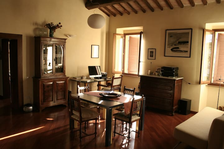 Large room with view of the Rocca - Spoleto - Apartment