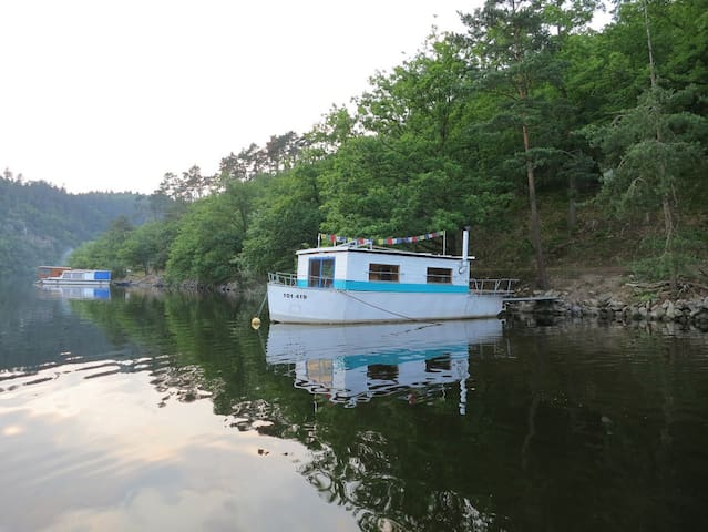 Houseboat Gulliver near Prague - Cholin