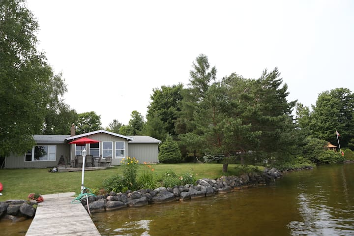 Beautiful Cottage on Lake Eugenia - Flesherton