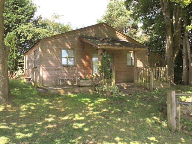 Spacious timber cabin close to Bath - Hinton Charterhouse - Stuga