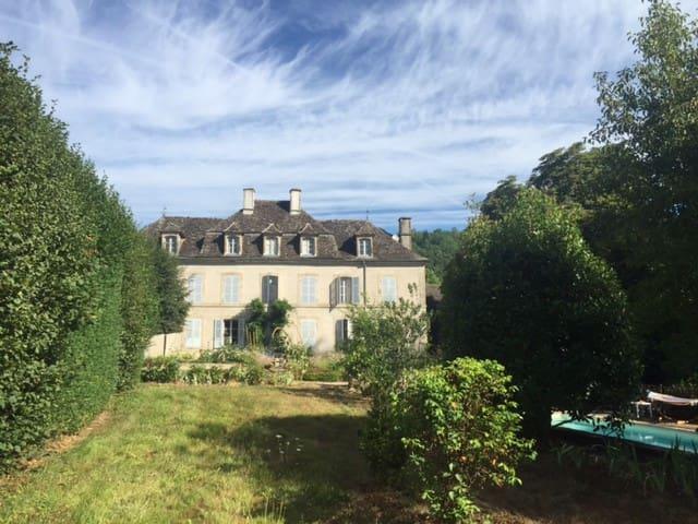 Old mansion in Dordogne valley - Monceaux-sur-Dordogne - Casa