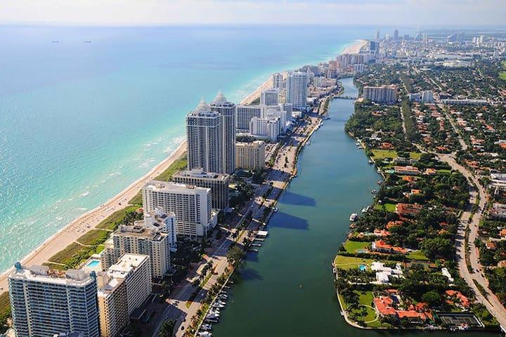 Location! Location! Location! - Miami Beach - Ev