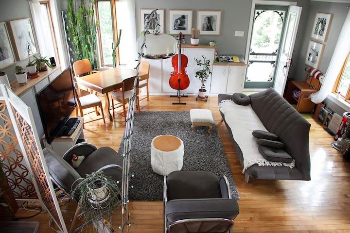 La campagne en ville: intime, sympa - Sherbrooke - Huis