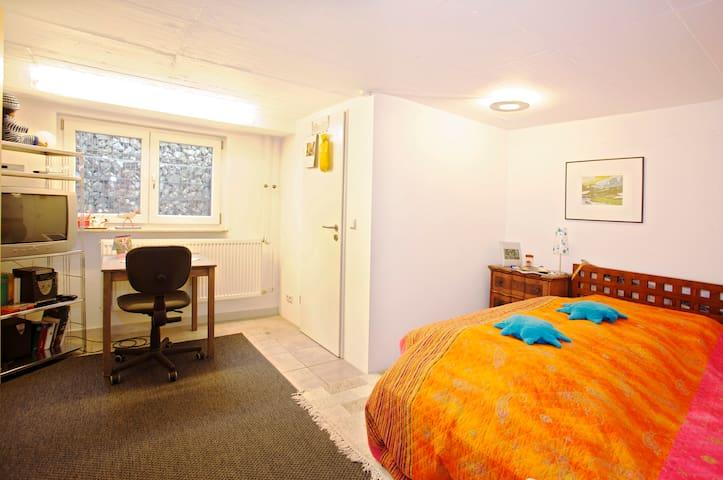 Private room, near Fair - Nuremberg - Ev