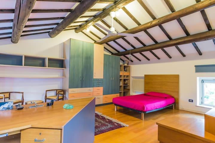 Mansarda con 2 letti e uso piscina - Thiene - House