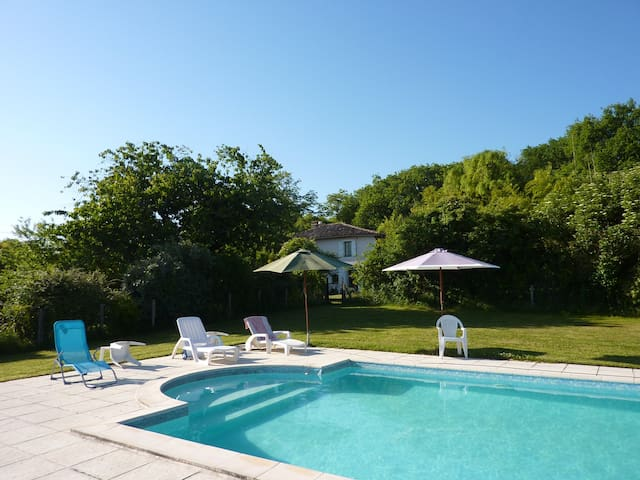 Traditional farmhouse with pool - Lisle-sur-Tarn - Hus