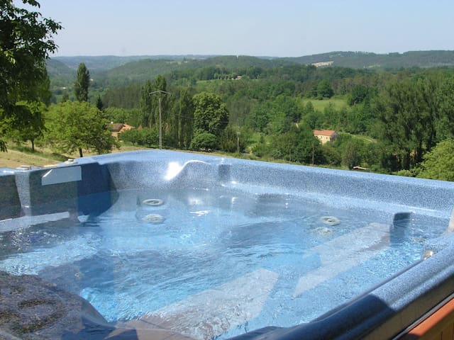 Lovely house with a spa with a view - Sagelat - Huis